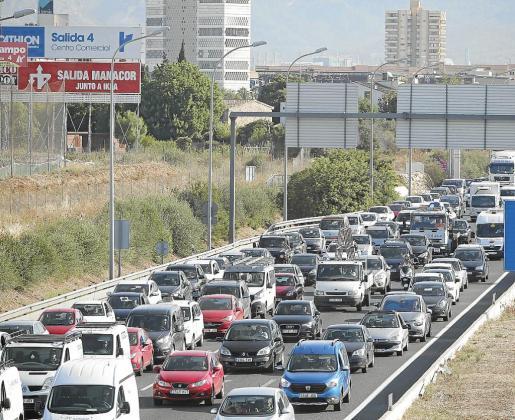 Carreteras colapsadas como en plena temporada turística.