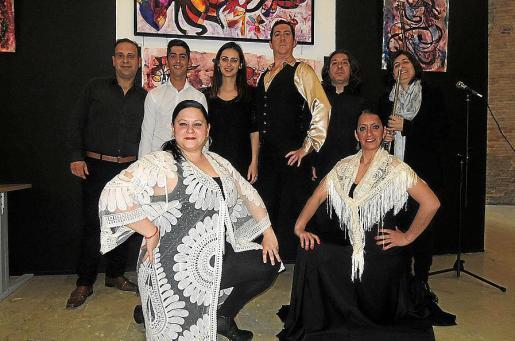 Francisco J. López, Sergio Perdiguero, Laura Moreno, Jorge Jiménez, Bartolomé Jaume y Rosa Marco. Delante: Sandra Aneas y Milagros Perdiguero.