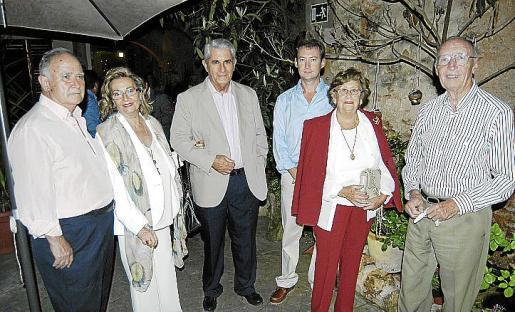 Biel Camps, presidente de la asociación, junto a María Antonia Coll, Jaume Camps, Bartolomé Seguí, Francisca Verger y Lluís Seguí.