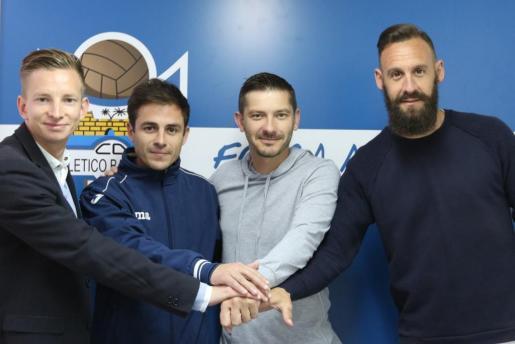 Patrick Messow, Pascual, Calero y Joan VIch tras la firma del contrato.