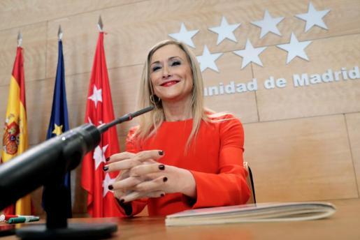 La presidenta de la Comunidad de Madrid Cristina Cifuentes, a su llegada a la rueda de prensa tras la reunión del Consejo de Gobierno.