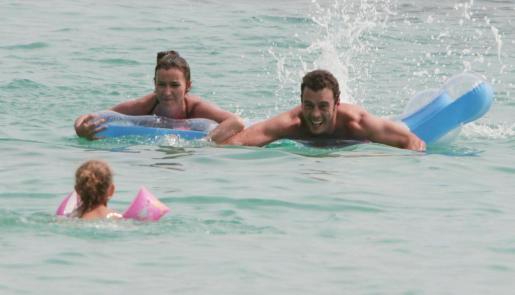 La pareja, con su hija, durante unos días de vacaciones en Mallorca en 2006.