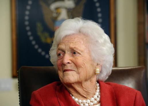 Fotografía de archivo fechada el 29 de marzo de 2018 muestra a la ex primera dama Barbara Bush y esposa del ex presidente George H.W. Bush, en su oficina en Houston, Texas (EE.UU.).