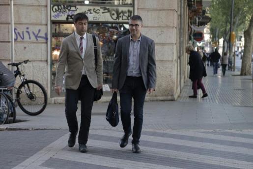 Josep Ramon Cerdà, a la derecha, a su llegada al juzgado este miércoles, donde ha prestado declaración.