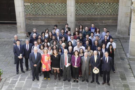 La consellera de Cultura, Participación y Deportes, Fanny Tur, junto a los galardonados.