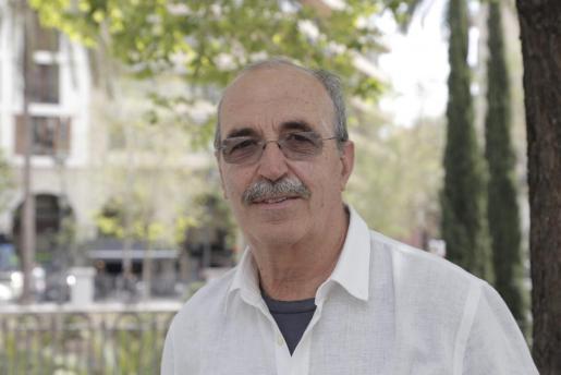 El doctor Antonio Salvá en el Paseo Mallorca.