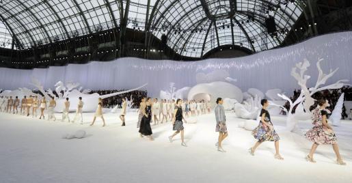 Imagen del desfile de Chanel celebrado en París.