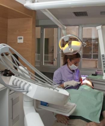 La clínica dispone de todos los avances en odontología para un tratamiento indoloro y eficaz.