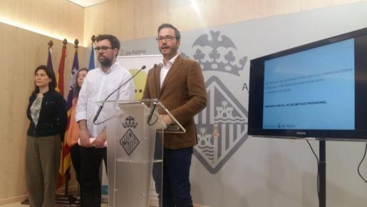 El alcalde Antoni Noguera y el regidor José Hila han presentado este lunes la propuesta de zonificación de Palma.