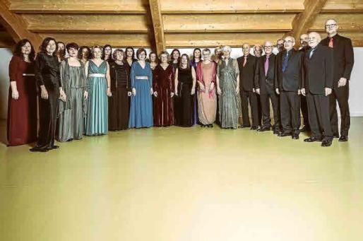 La formación que dirige Juan Francisco Ballesteros celebra su primera década convertido en uno de los coros con más prestigio de Baleares.