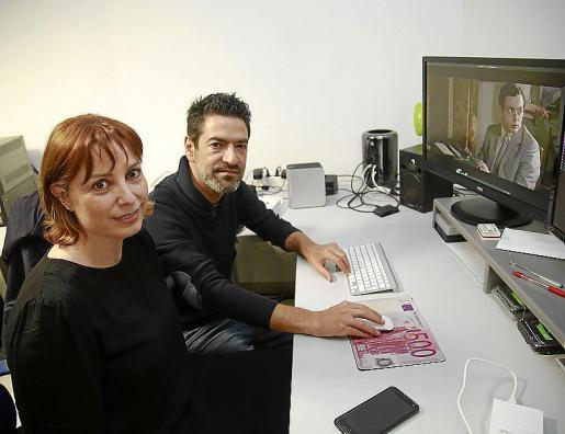 """Pilar Lillo y Saúl Benejama son los directores y guionistas del documental 'Ultima Hora: 125 años de noticias""""."""