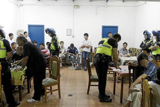 Imagen de la última redada policial realizada contra las timbas ilegales en Palma.
