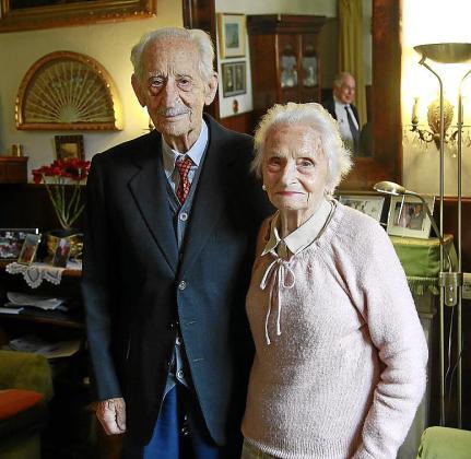 El coronel Massot con su mujer, Paula Ramis de Ayreflor.