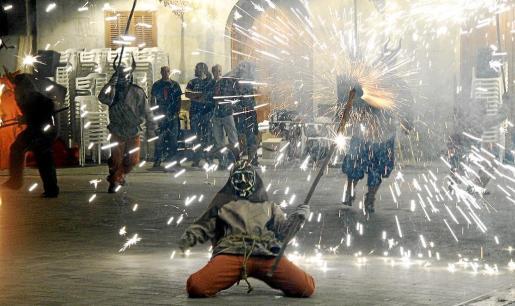 Los demonios y el fuego fueron los grandes protagonistas de la clausura del festival.