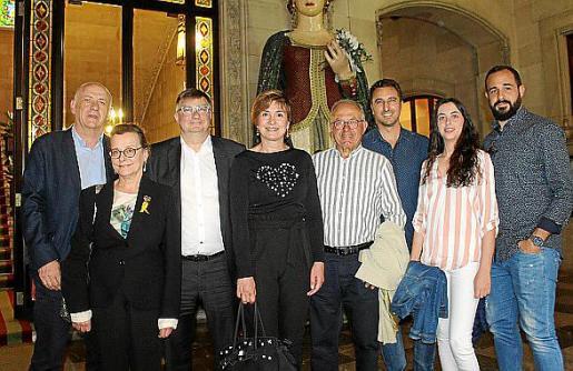 Vicenç Coll, Francisca Mas, Joan Verger, presidente del Fons Mallorquí de Solidaritat; Xisca Mora, Joan Mesquida, de la Banda de Montuïri; Llorenç Munar, Ariadna Casaril y Xisco Ramis.