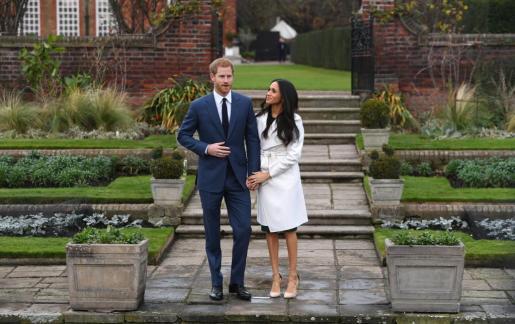 Se estima que el anillo original está valorado en unas 120.000 libras (136.500 euros). Imagen de la pareja, el día en que anunciaron su compromiso.