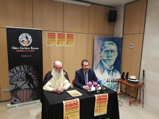 El presidente de la OCB, Josep de Luis (d), y el portavoz de la ASM, Manel Domènech, han presentado este miércoles el 'sopar groc'.