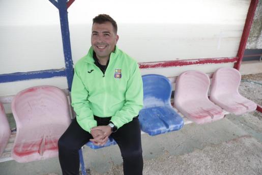 Óscar Troya posa sonriente para Ultima Hora.