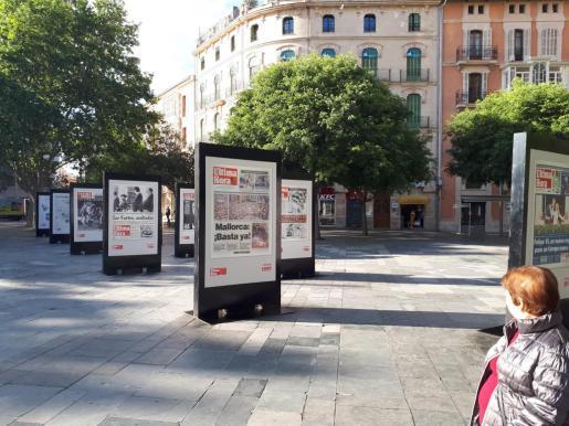 La exposición de portadas históricas de Ultima Hora estará en la plaza de España hasta el 15 de mayo.