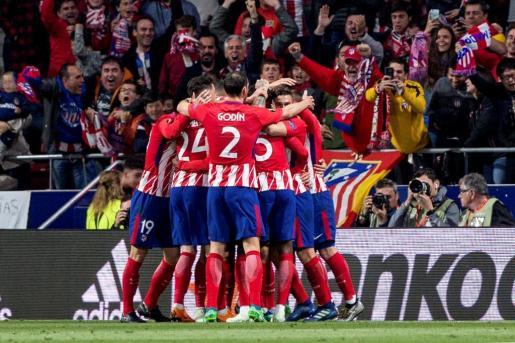 Los jugadores del Atlético de Madrid celebran el gol de Diego Costa.