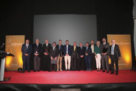El presidente de Asima, Francisco Martorell, junto a todos los homenajeados durante la cena de anoche.