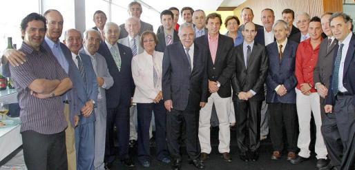 El acto de entrega de los premios contó con una amplia representación de directivos del Grup Serra, de la UIB y de la UNED.