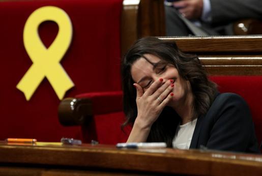 Inés Arrimadas, de Ciudadanos, durante un momento del pleno celebrado este jueves en el Parlament de Catalunya.