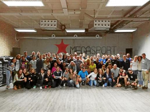 Imagen de familia de los trabajadores del gimnasio Megasport, compartida en las últimas horas en Facebook.