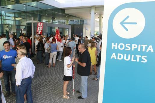 Una imagen de la concentración celebrada esta mañana en Son Espases.