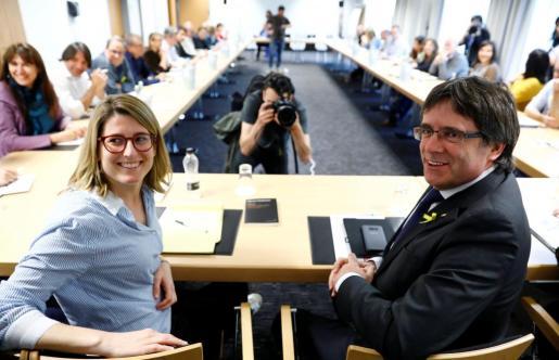 Elsa Artadi y Carles Puigdemont, en la reunión de Junts per Catalunya celebrada en Berlín.