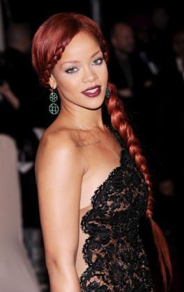 Rihanna ha sido elegida la mujer más atractiva del mundo por una revista.
