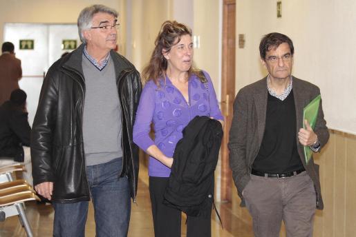 Ramon Rullan, Luisa Almiñana y Miquel Oliver, esta mañana en los juzgados.