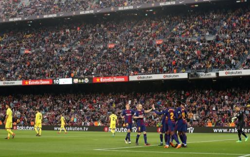 Los jugadores del Barcelona celebrando uno de los goles ante el Villarreal.