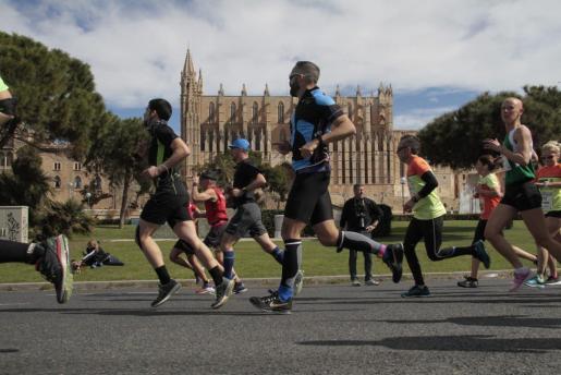 Imagen de una reciente prueba atlética celebrada en Palma, con el marco de la Seu como uno de sus principales alicientes.
