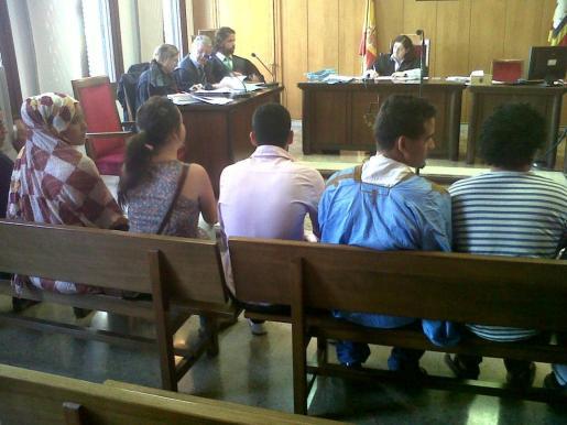 Varios jóvenes tendrán que pagar una multa por negarse a desalojar la jaima instalada en el Paseo del Borne.