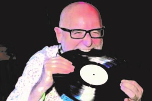 DJ Juan Campos regresa a La Movida para hacer bailar a los asistentes.