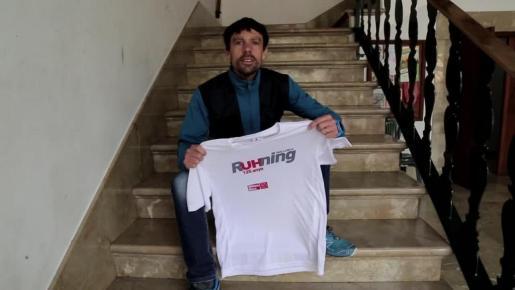 El atleta Tòfol Castanyer, con la camiseta de Mallorca RUHning, la carrera solidaria de Ultima Hora.