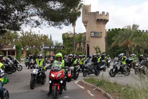 La concentración anunciada en las redes sociales bajo el título de «Ráfagas al cielo» reunió a numerosos motoristas de distintos puntos de la Isla.