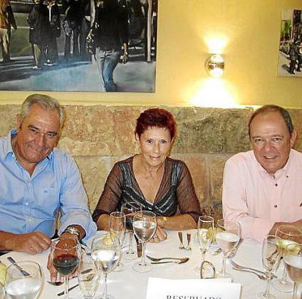 Carlos Ferret, Amparo Fuertes y su marido.
