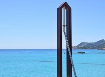 'Passeig del transeünt', de Vicente Barón, en el paseo marítimo de Cala Rajada