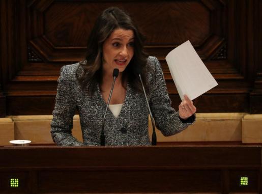La líder de Ciudadanos en Cataluña interviene en el pleno del Parlament.