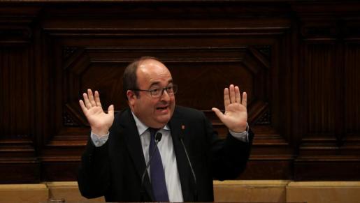 El líder del PSC, Miquel Iceta, en el Parlament catalán.