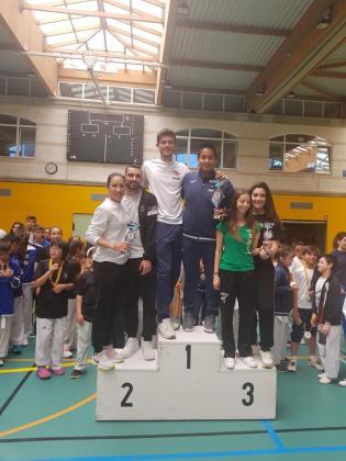 Los representantes del Élite, Palma y Easy, en el podio.