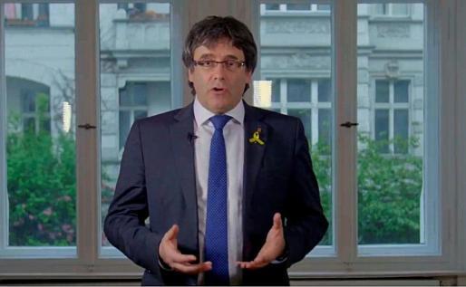 Fotograma de un vídeo difundido en las redes sociales por el expresidente catalán Carles Puigdemont.