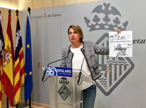 La portavoz del PP en el Ayuntamiento de Palma, Marga Durán, ante los medios de comunicación.