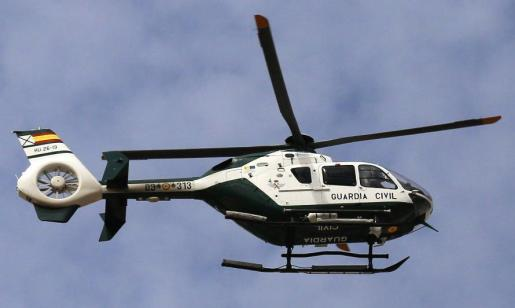 La Guardia Civil utilizó un helicóptero en la búsqueda del preso fugado.