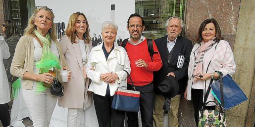 Toya de la Vega, Paquita Deudero, Paquita Tomás, Pedro Miró, Tomeu Berga y Mila Cerdó.