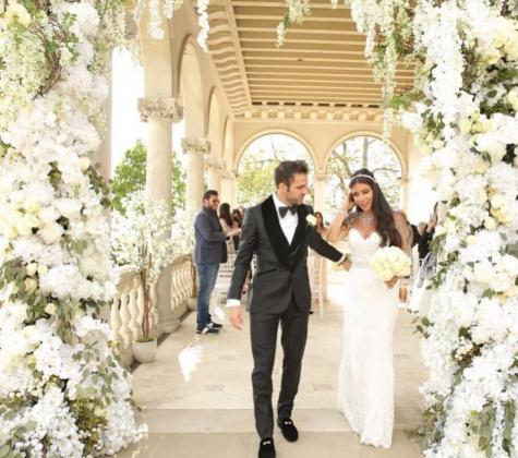 Cesc Fábregas junto a su esposa Daniella Semaan tras el 'sí quiero'.