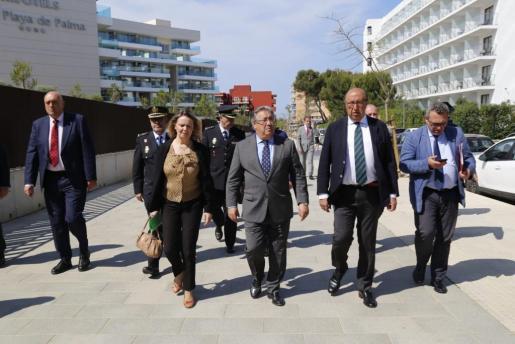 El ministro Juan Ignacio Zoido, junto a Maria Salom y Germán López Iglesias, ha presentado el plan Turismo Seguro en Palma.