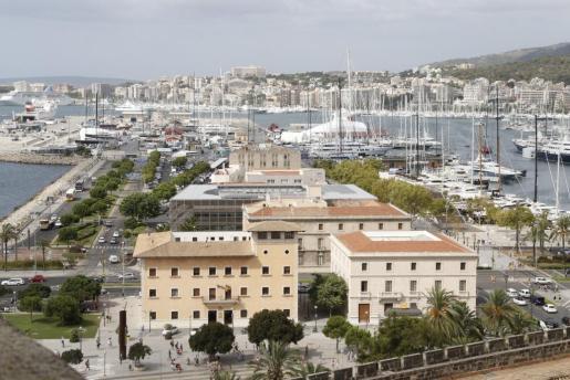 Un tripulante de un buque resulta herido durante las labores de carga en Palma.